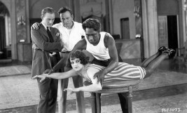 Duke teaches actress to do crawl stroke for a movie, 1922